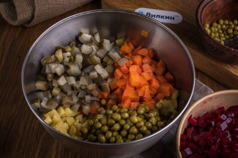 подготовленные овощи в емкости