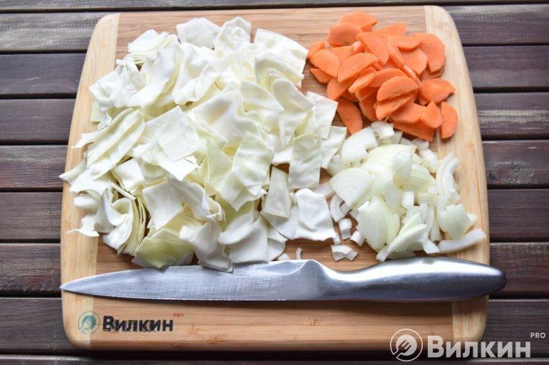 Капуста, морковь и лук