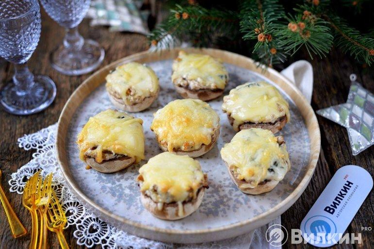 Фаршированные шампиньоны с сыром в духовке