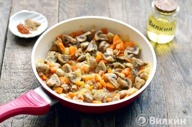 тушение овощей с грибами