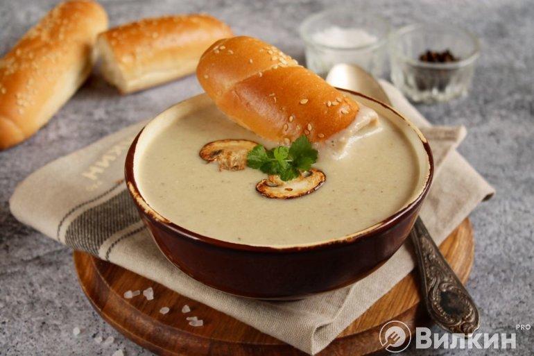готовый суп-пюре с грибами и сливками