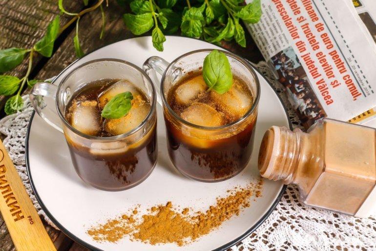 освежающий кофе со льдом