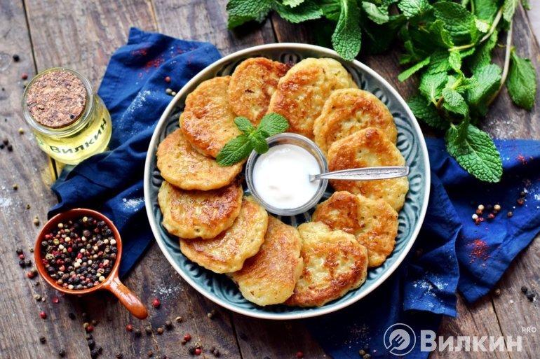 румяные оладьи из картофеля