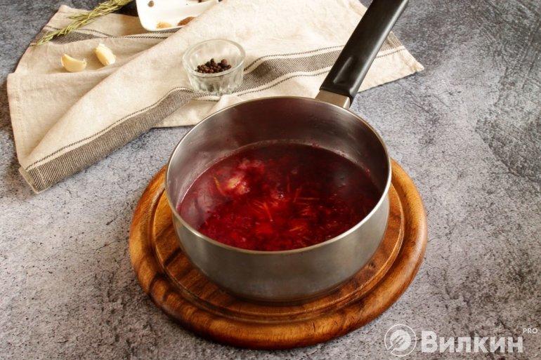 добавление сока к ягодному пюре