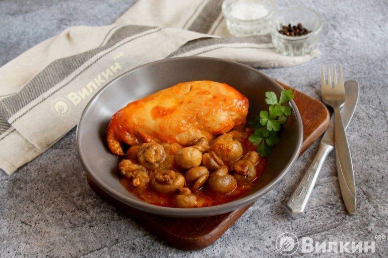 запеченная куриная грудка с грибами