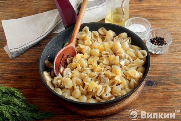 соединение макарон и соуса