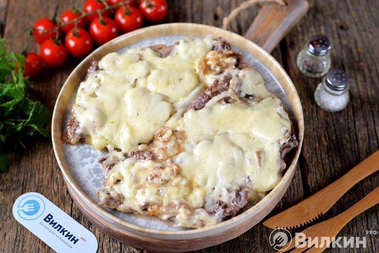 говядина по-французски с грибами и сыром