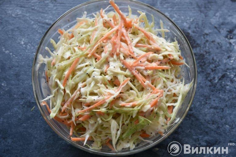 соединение всех компонентов салата
