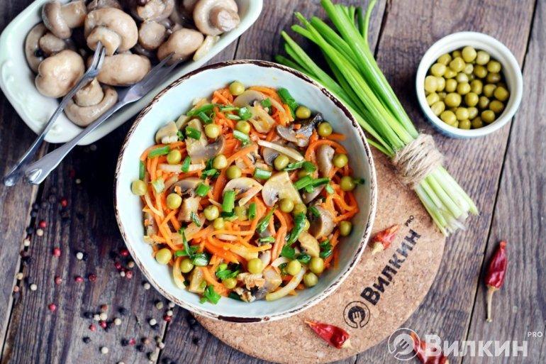 грибной салат с корейской морковью