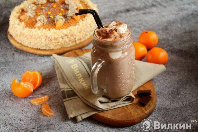 домашний шоколадно-молочный коктейль с мороженым