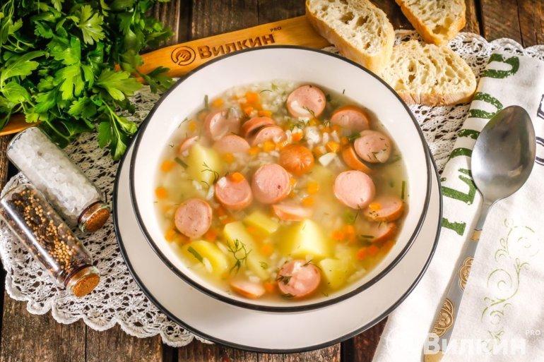 сытный суп с рисом и сосисками