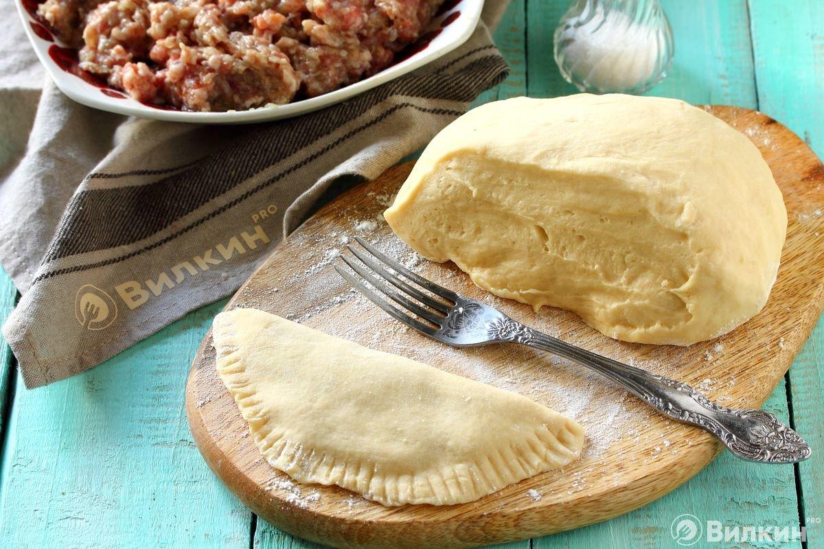Дрожжевое тесто для чебуреков рецепт с фото