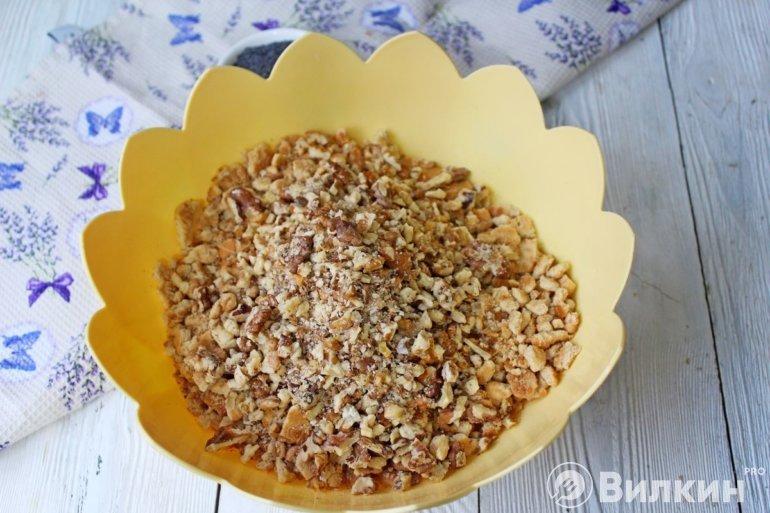 добавление ореховой крошки