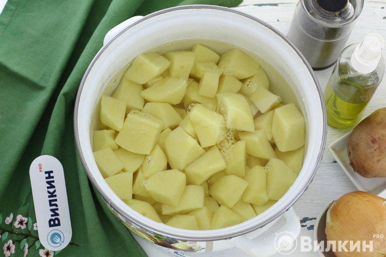 Картошка в воде