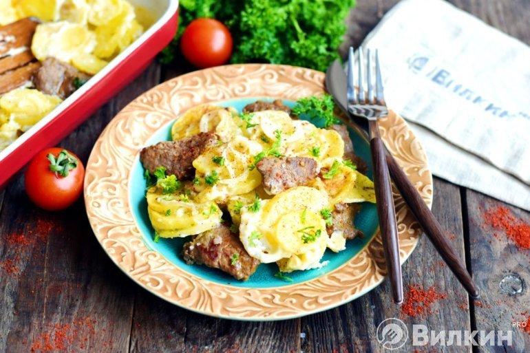 Запеченный картофель с говядиной