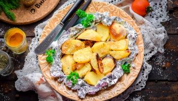 Картошка, запеченная в фольге в духовке