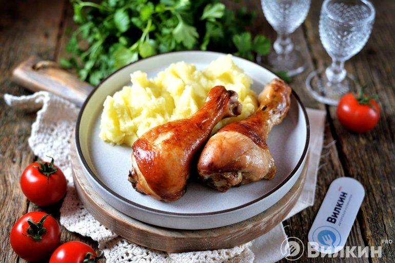 Запеченные куриные ножки с картофельным пюре