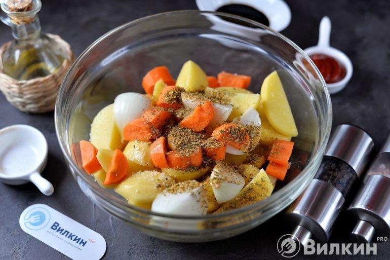 Овощи со специями в форме