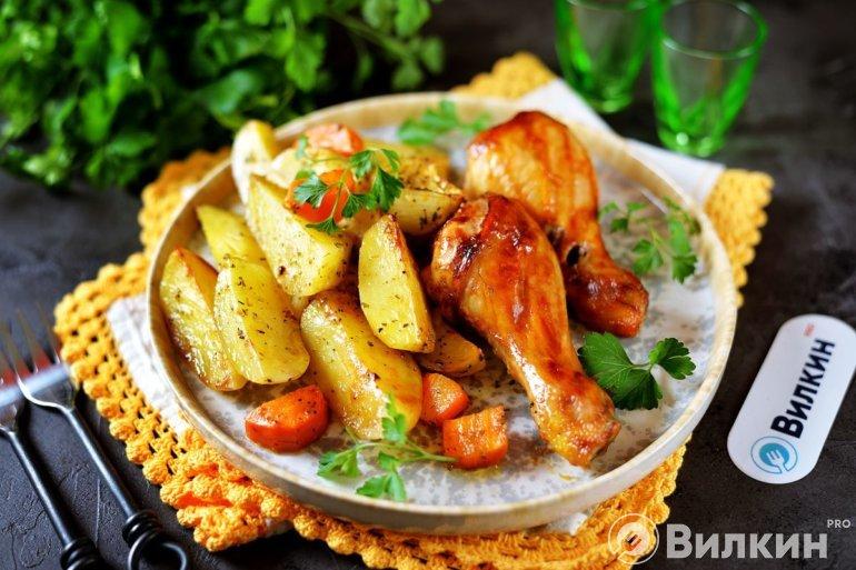 Запеченная картошка с куриными ножками