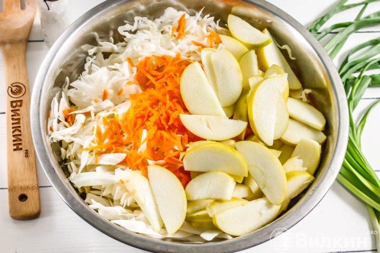 Добавление моркови и яблок