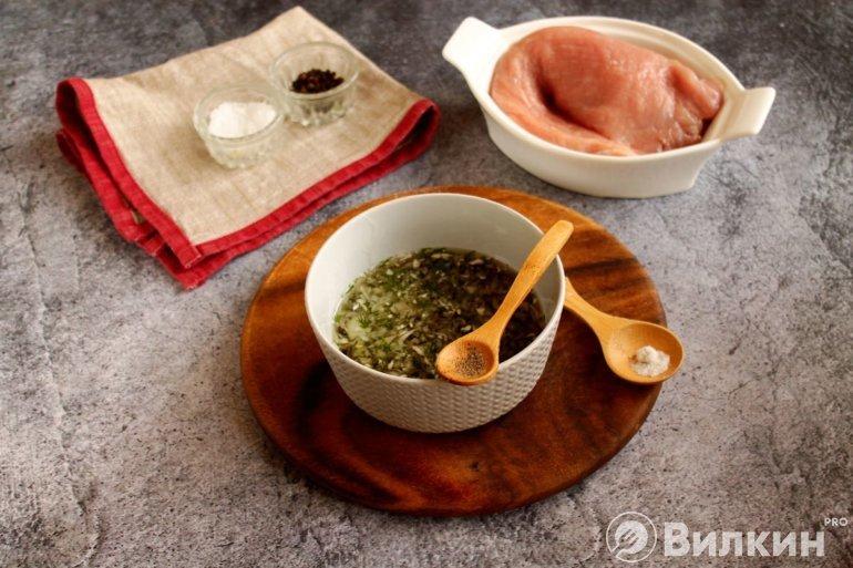 Добавление соли и перца