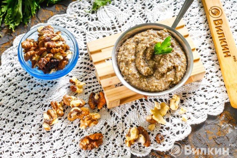 Паста из грецких орехов