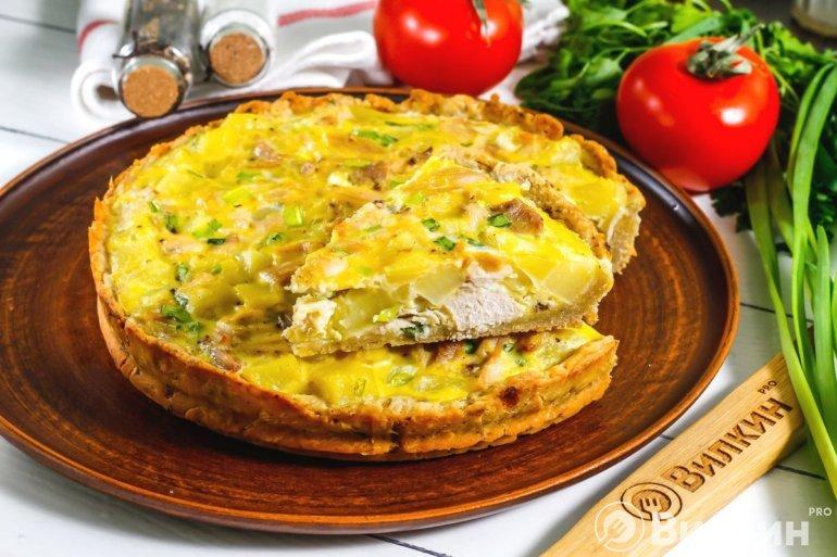 Сытный пирог с курицей и картофелем