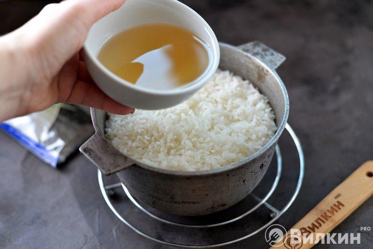 Заливка заправки в рис