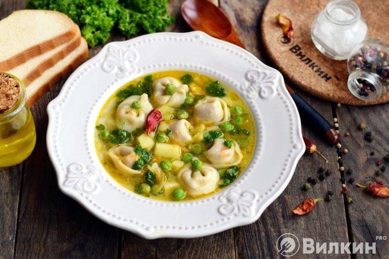 Пельменный суп на обед