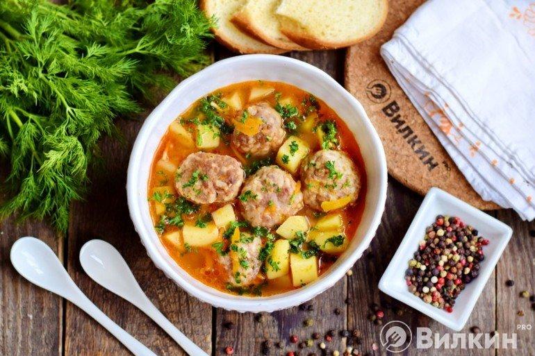 Томатный суп с тефтелями по-кавказски