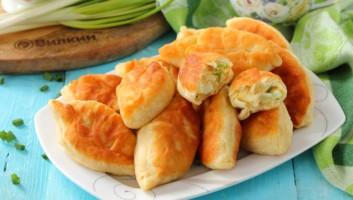 Быстрые жареные пирожки с луком и яйцом