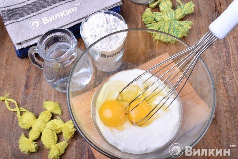 Сметана и яйца