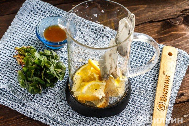 Лимон и чайные пакетики