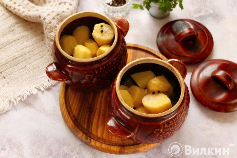 Закладка картошки в горшочки