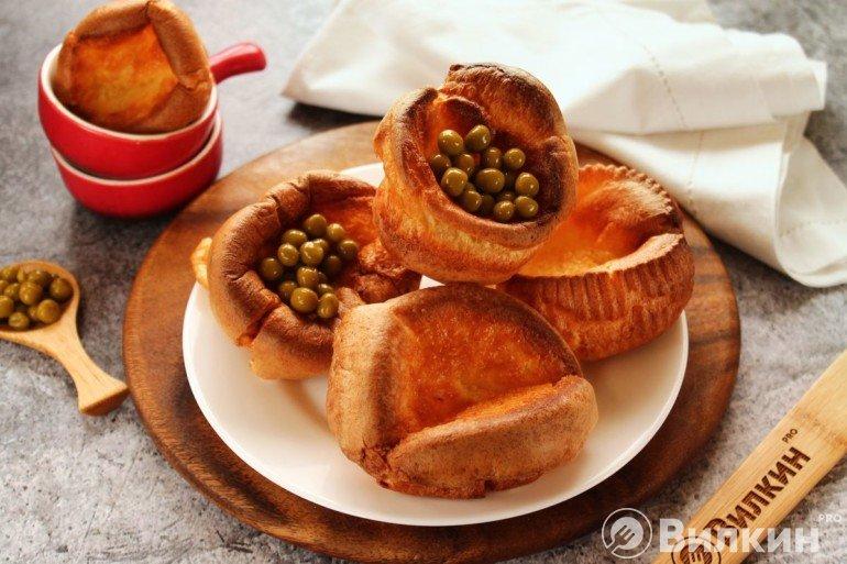 Йоркширский пудинг с консервированным горошком