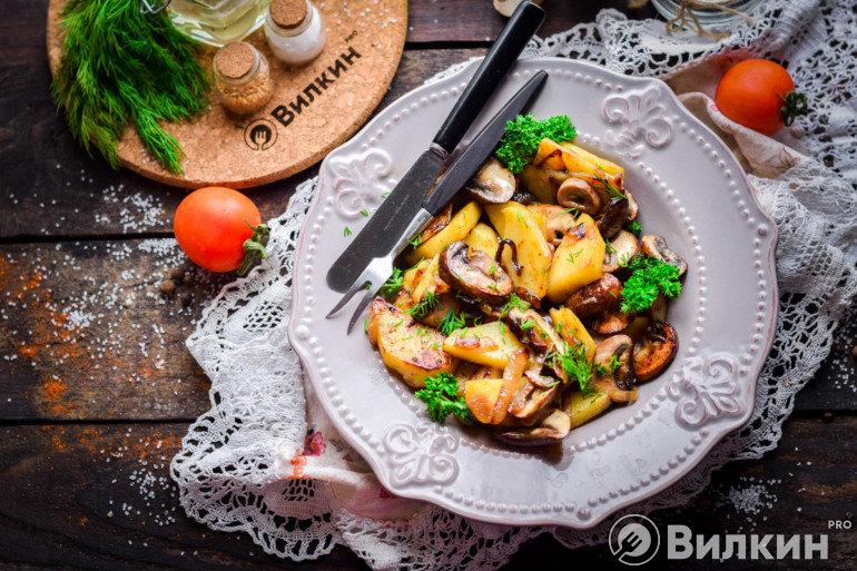 Картошка с шампиньонами и чесноком в духовке