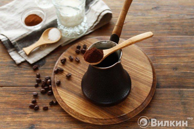 Закладка кофе в турку