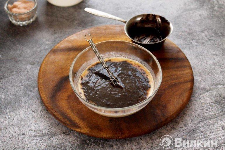 Введение шоколадного масла в молоко