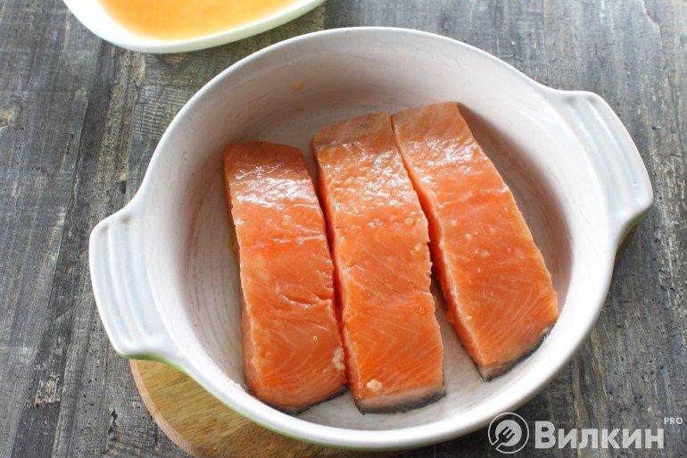 Выкладка рыбы в форму