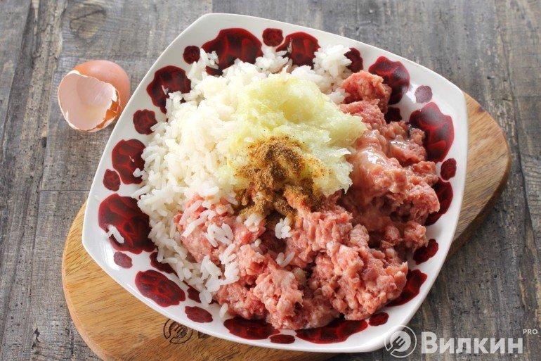 Фарш, лук и рис