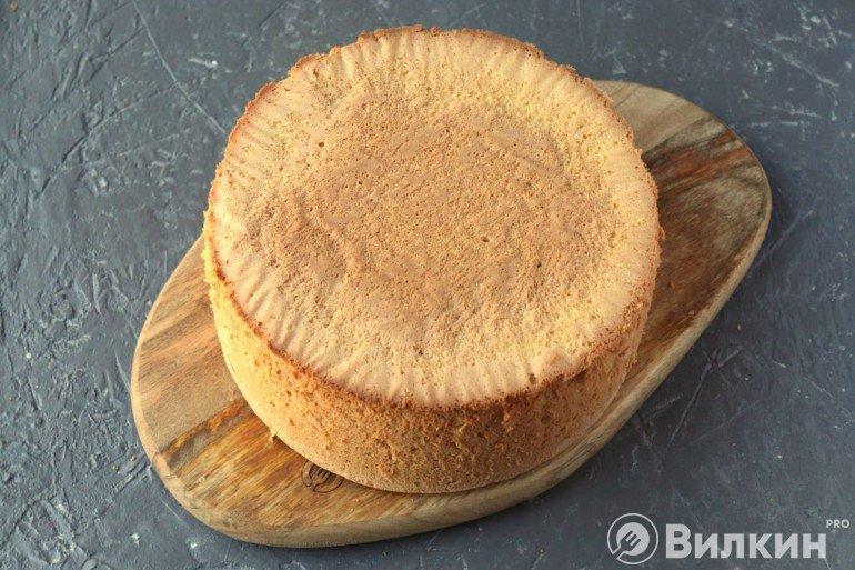 Извлечение бисквита из формы