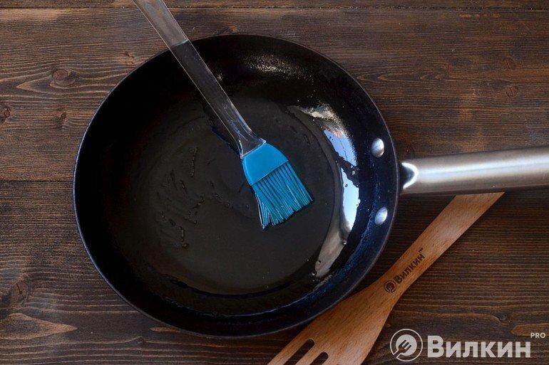 Смазывание сковороды