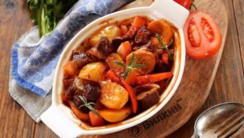 Говядина с овощами в духовке