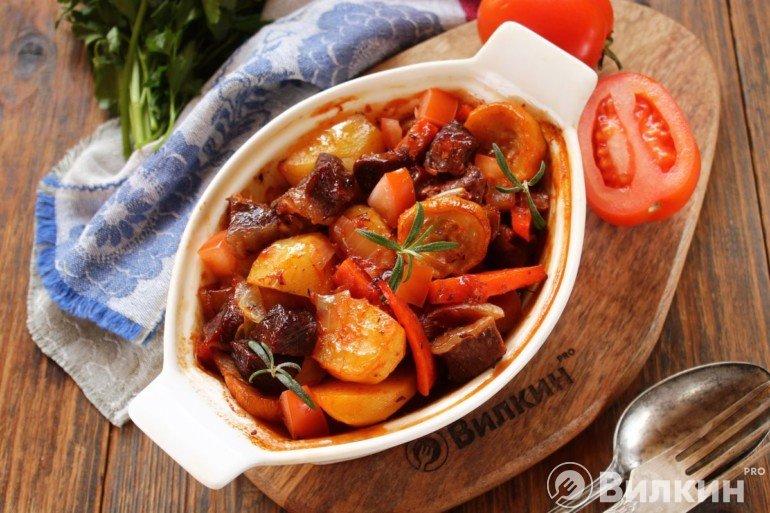 Говядина с овощами в рукаве в духовке