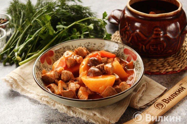 Картошка со свининой и овощами
