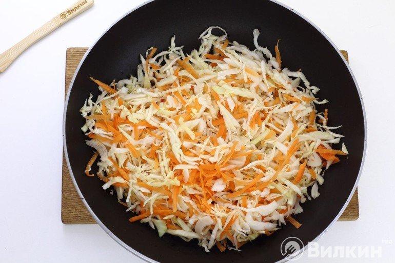 Обжарка капусты с морковью
