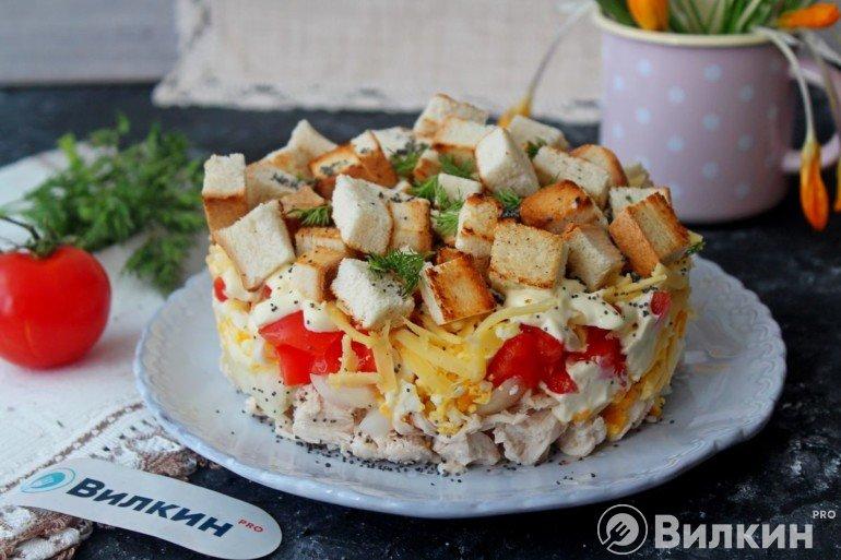 Слоеный салат «Курица под кайфом» на праздничный стол