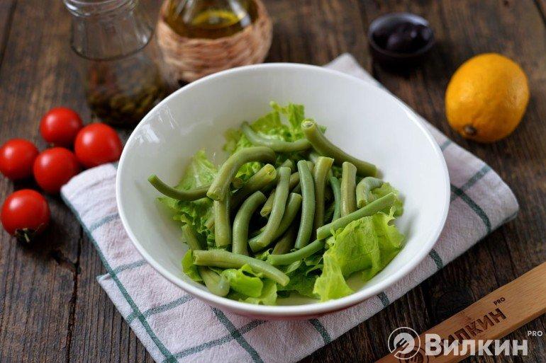 Салат и вареная зеленая фасоль