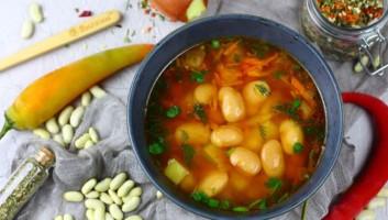 Суп с консервированной фасолью в томатном соусе