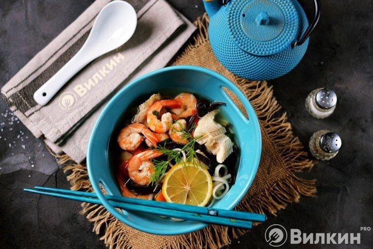 Суп с креветками и древесными грибами